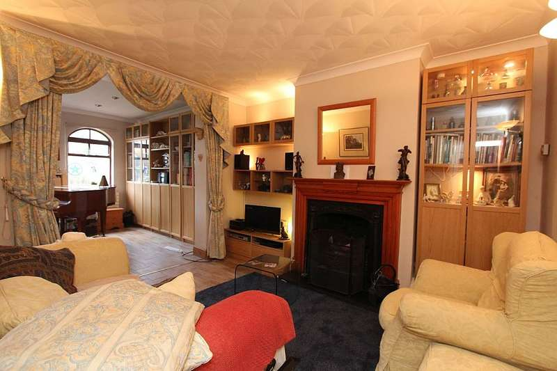 3 Bedrooms Semi Detached House for sale in College Gardens, North Chingford, London, E4 7LP