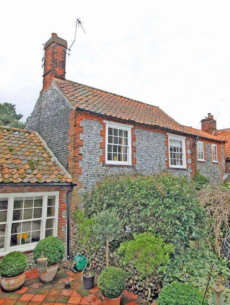 3 Bedrooms Cottage House for sale in Blakeney NR25