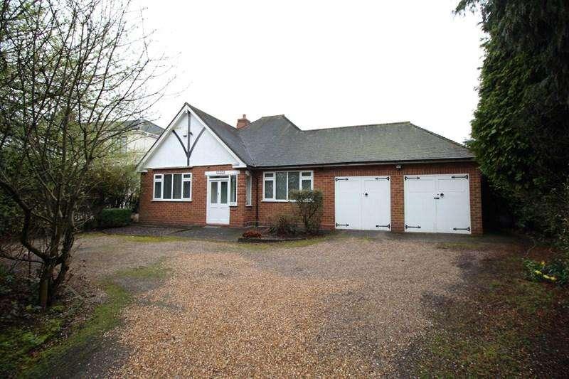 3 Bedrooms Detached Bungalow for sale in Fox Hollies Road, Hall Green, Birmingham