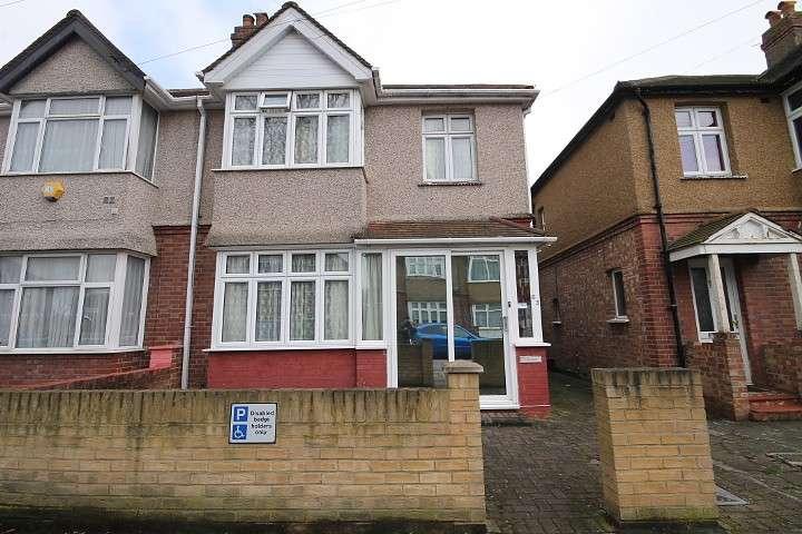 3 Bedrooms Semi Detached House for sale in Helen Avenue, Feltham, TW14