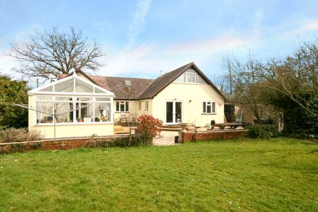 5 Bedrooms Chalet House for sale in Wareham Road, Organford, Poole