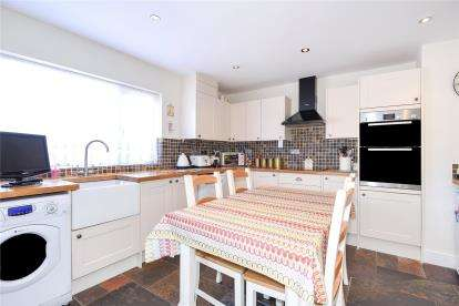 3 Bedrooms Semi Detached Bungalow for sale in Rookesley Road, Orpington