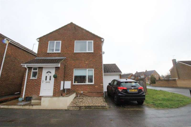 3 Bedrooms Detached House for sale in Silchester Way, Westlea, Swindon