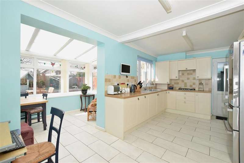 3 Bedrooms End Of Terrace House for sale in Stockheath Way, Havant, Hampshire