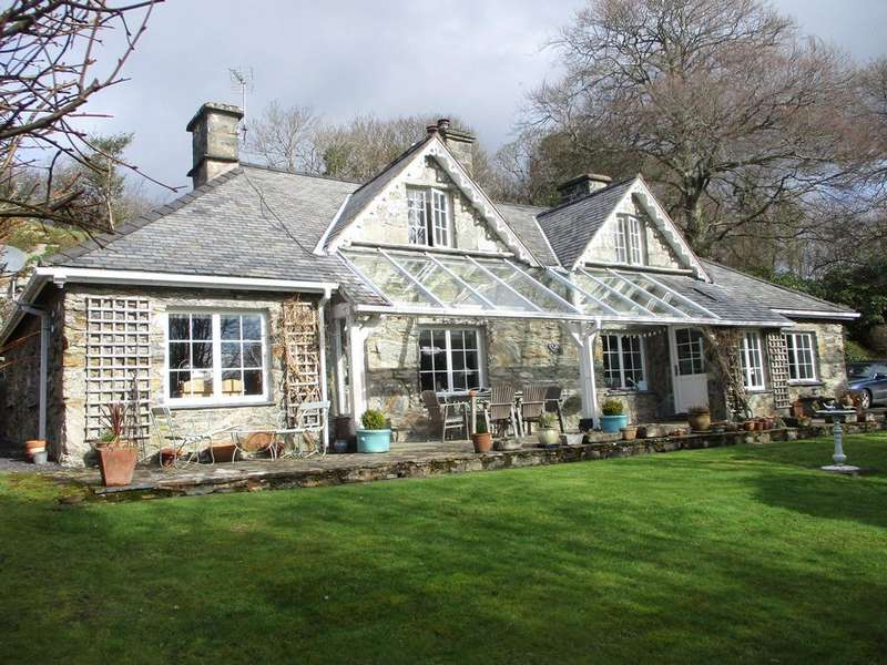4 Bedrooms Detached House for sale in Tan y Graig, Pentrefelin, Criccieth LL52