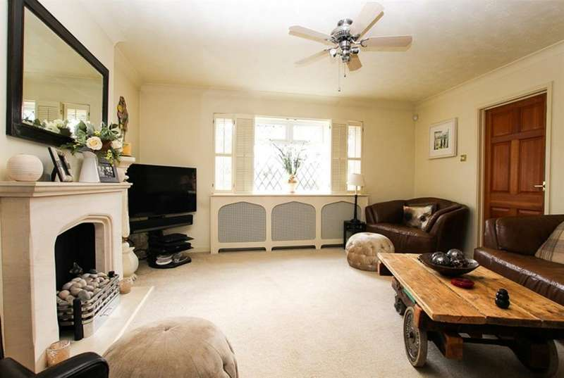 4 Bedrooms Detached House for sale in Thomas Street, Heath and Reach