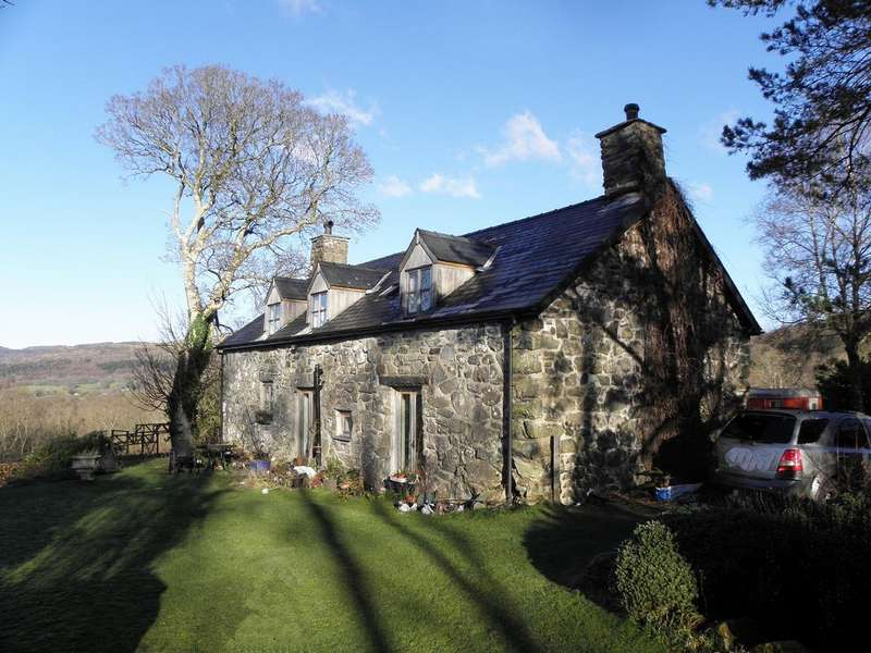 3 Bedrooms House for sale in Cae Ceirch, Brithdir, LL40