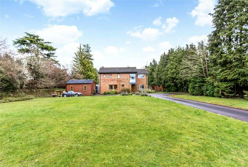 4 Bedrooms Detached House for sale in Stoneyfields, Farnham, Surrey, GU9