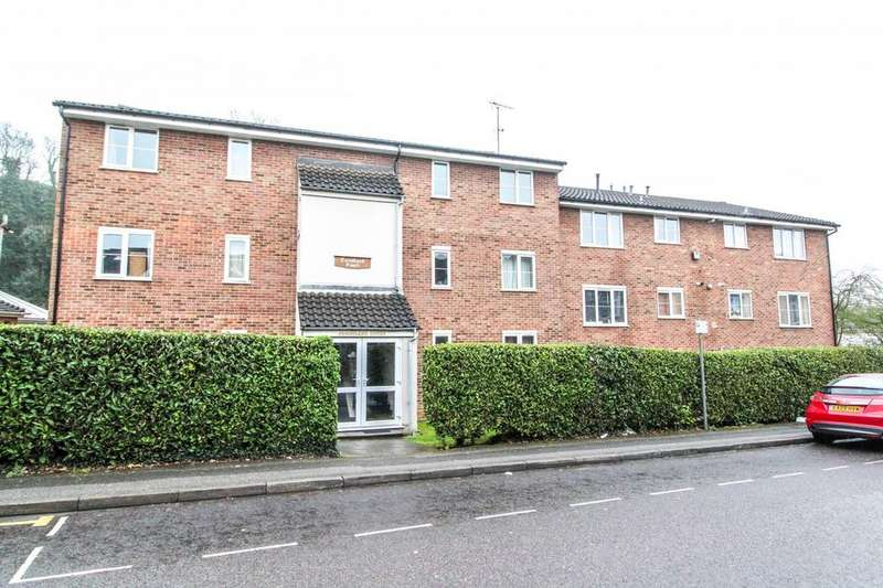2 Bedrooms Apartment Flat for sale in Cornsland Court, Rose Valley, Brentwood, Essex, CM14