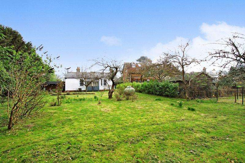 3 Bedrooms Detached House for sale in Abinger Common, Surrey Hills.