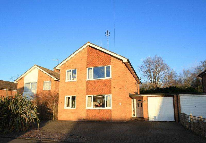 4 Bedrooms Detached House for sale in Cranleigh, Surrey.