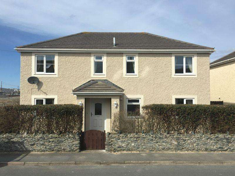 4 Bedrooms Detached House for sale in Trearddur Bay, Anglesey