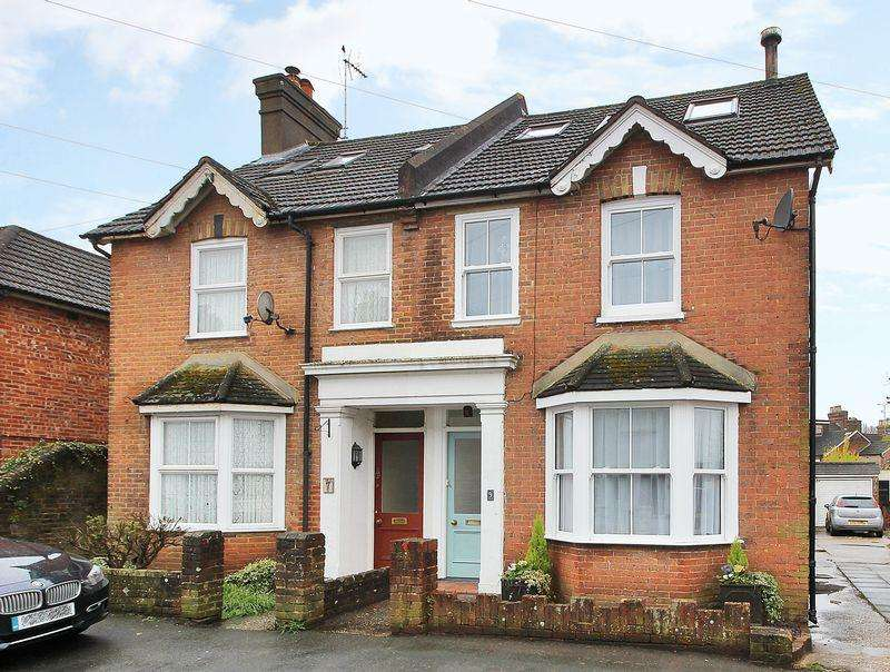 4 Bedrooms Semi Detached House for sale in Victory Road, Horsham