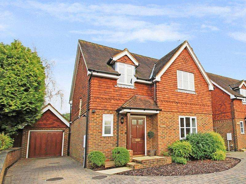4 Bedrooms Detached House for sale in Ewhurst, Surrey.