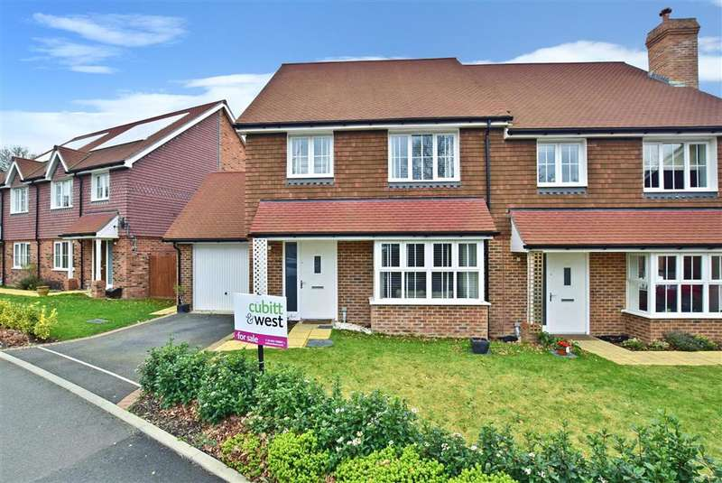 4 Bedrooms Semi Detached House for sale in Hawthorn Way, , Billingshurst, West Sussex