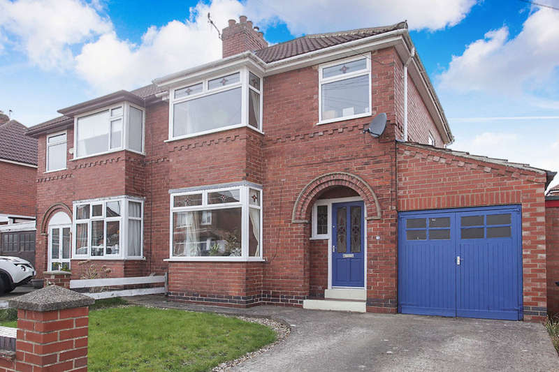 3 Bedrooms Semi Detached House for sale in Collingwood Avenue, York, YO24
