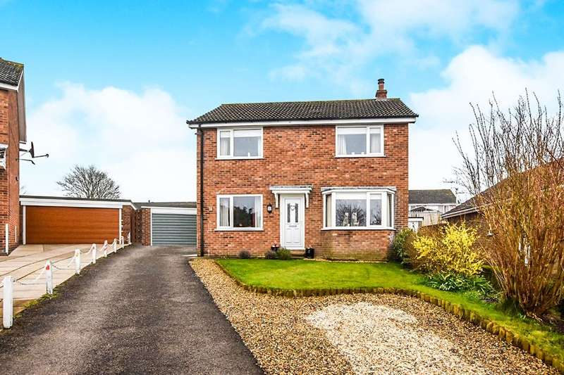 3 Bedrooms Detached House for sale in Meadow Road, Pickering, YO18