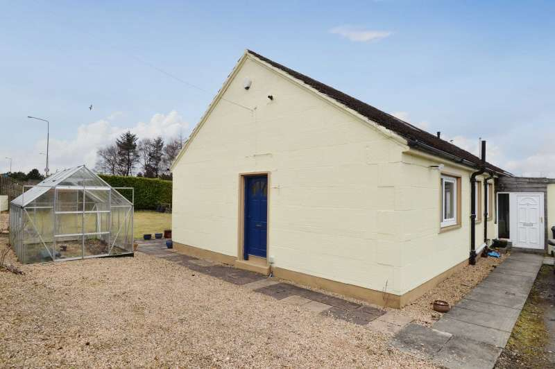 3 Bedrooms Semi Detached Bungalow for sale in Mossgiel Cottages, Livingston, West Lothian, EH54 8AQ