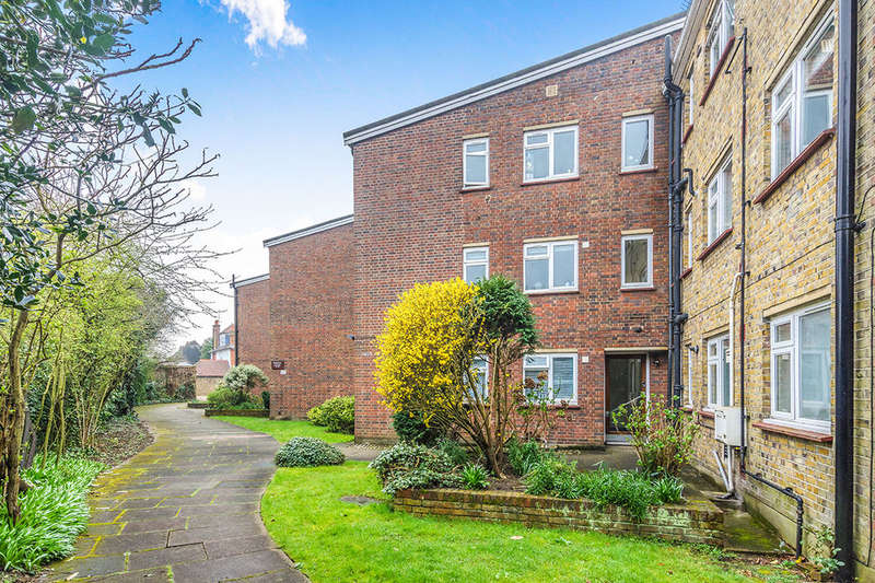 3 Bedrooms Flat for sale in Wolsey Court Court Road, London, SE9