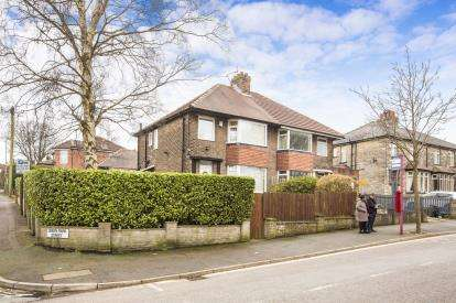 3 Bedrooms Semi Detached House for sale in Godfrey Road, Halifax, West Yorkshire