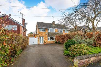 3 Bedrooms Semi Detached House for sale in Bideford Avenue, Baswich, Stafford, Staffordshire