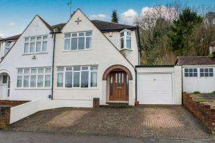 3 Bedrooms Semi Detached House for sale in Valley Road, Kenley, Surrey