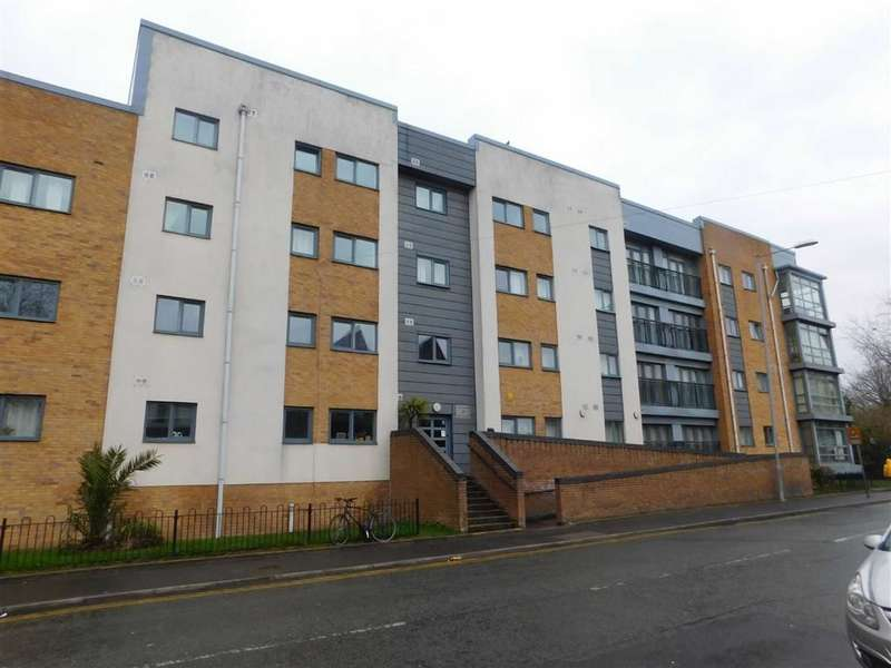2 Bedrooms Flat for sale in Moss Lane East, Manchester
