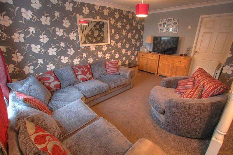2 Bedrooms Terraced House for sale in Plantation Court, Greenside, Ryton, NE40 4BF