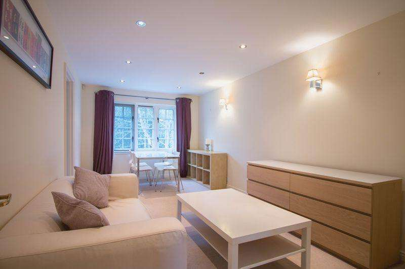 1 Bedroom Flat for sale in Selhurst Close, Wimbledon. SW19 6AZ