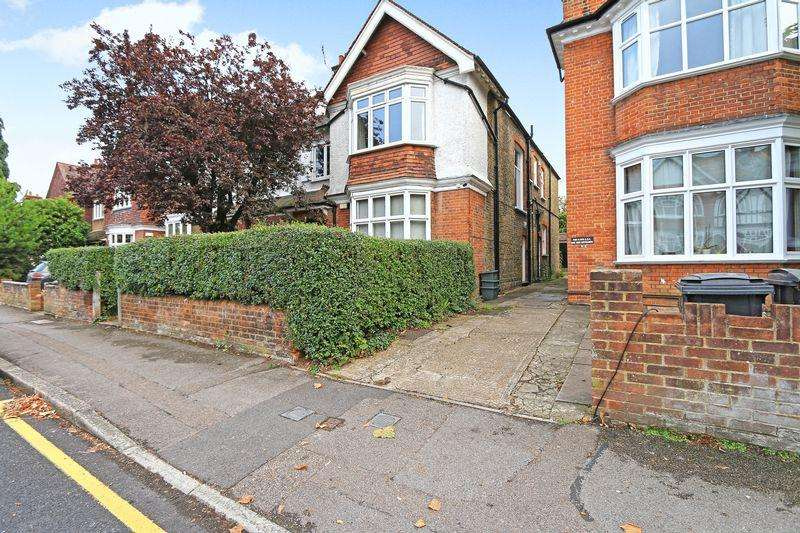 2 Bedrooms Apartment Flat for sale in Lingfield Avenue, Kingston Upon Thames, Surrey. KT1 2TN