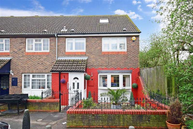 4 Bedrooms End Of Terrace House for sale in Nash Road, Romford, Essex
