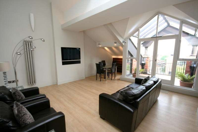 2 Bedrooms Penthouse Flat for rent in Middle Warehouse, Castle Quay, Chester Road, Manchester, M15