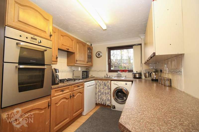 4 Bedrooms Detached House for sale in Edrich Way, Norwich