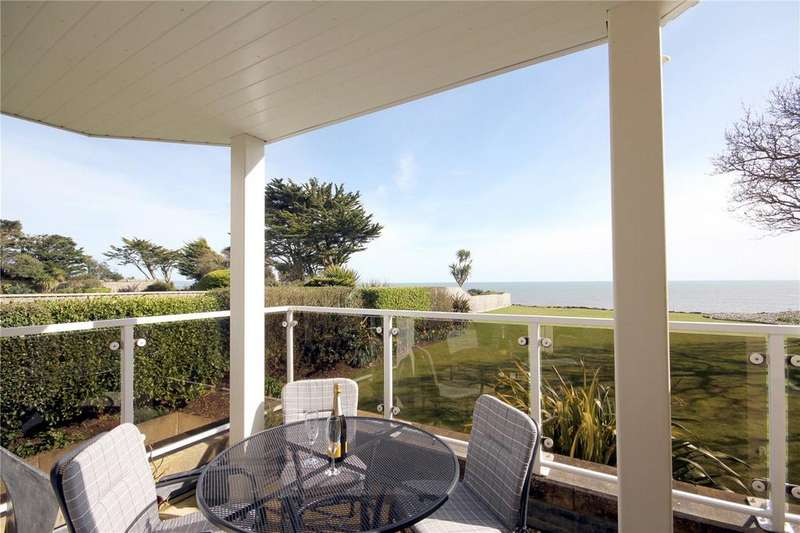 2 Bedrooms Flat for sale in Rothesay Point, 15 Wharncliffe Road, Christchurch, Dorset, BH23