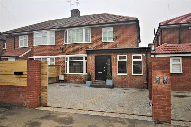 5 Bedrooms House for sale in Manor Way, Borehamwood