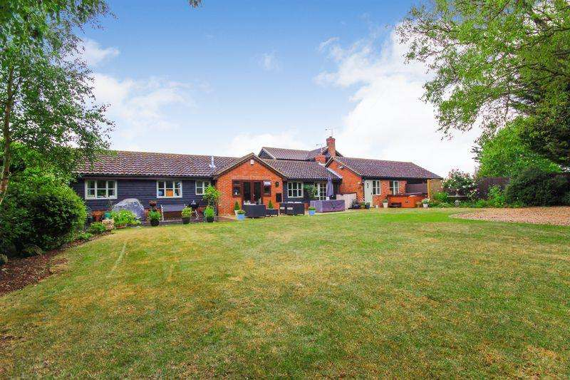 4 Bedrooms Barn Character Property for sale in New Road, Maulden