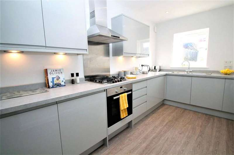 3 Bedrooms Semi Detached House for sale in 2 Castle View, Castle Dene, Maidstone, Kent, ME14