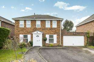 4 Bedrooms Detached House for sale in Hophurst Close, Crawley Down, West Sussex