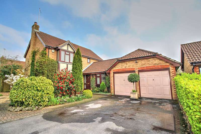 4 Bedrooms Detached House for sale in Watership Drive, Ringwood
