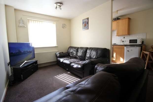 2 Bedrooms Ground Flat for sale in Grove Court, Gasby Street, Nuneaton, Warwickshire, CV11 4PA