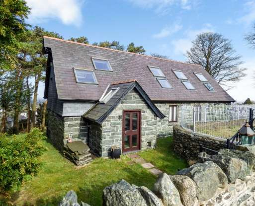 4 Bedrooms Detached House for sale in Carreg Y Gath, Bangor, Gwynedd, LL57 4HD