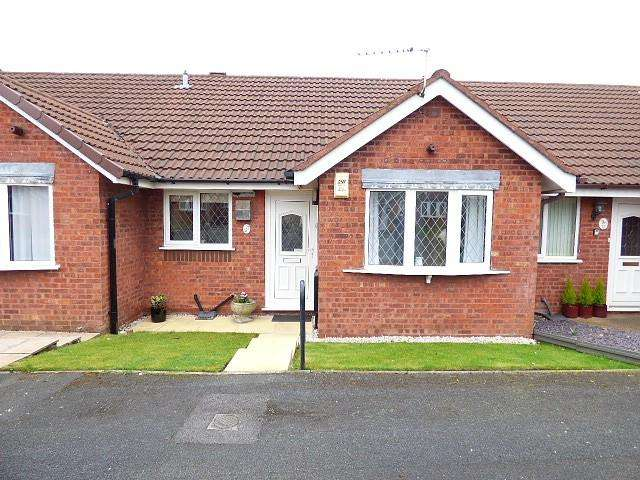 2 Bedrooms Bungalow for sale in Rimington Close, Culcheth, Warrington