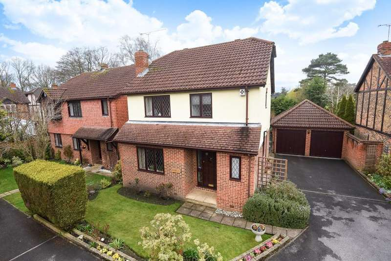 4 Bedrooms Detached House for sale in Lightwater, Surrey, GU18