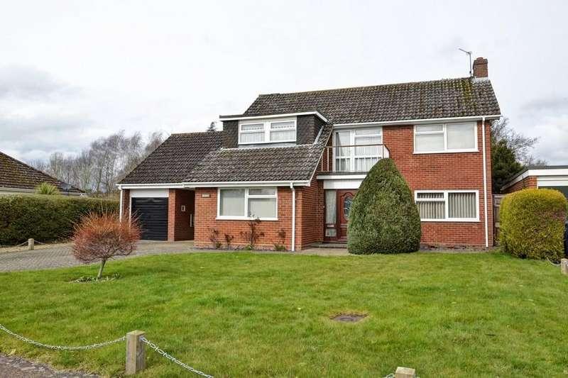 4 Bedrooms Detached House for sale in Hoveton, near Wroxham, Norfolk