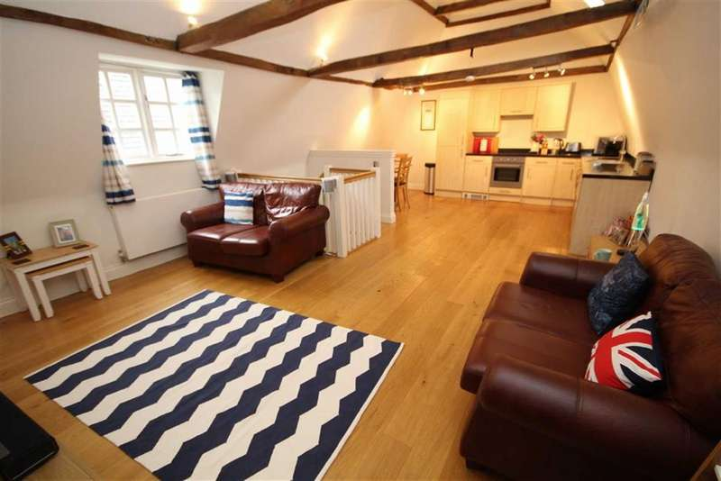 2 Bedrooms End Of Terrace House for sale in Greystone Mews, Old Town, Swindon