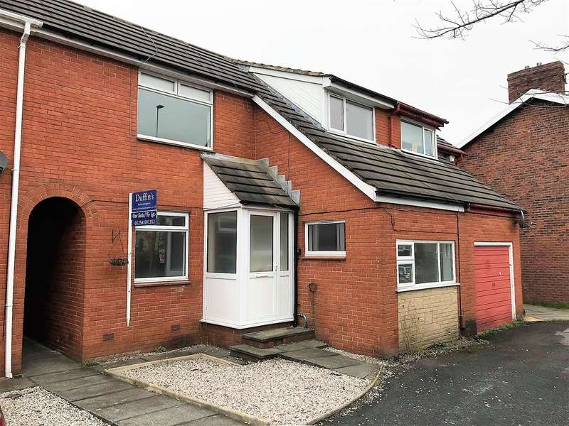 4 Bedrooms Semi Detached House for rent in Livesey Branch Road, Blackburn