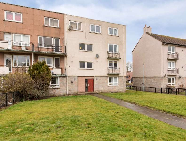 3 Bedrooms Maisonette Flat for sale in Craigievar Place, Aberdeen, Aberdeenshire, AB10 7BP