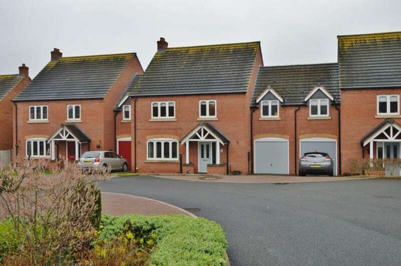 4 Bedrooms Terraced House for sale in Villiars Gardens, Armitage