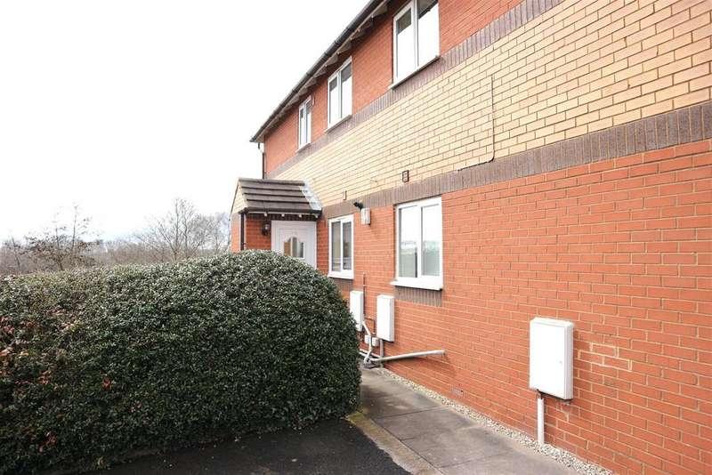 2 Bedrooms Maisonette Flat for sale in Surrey Drive, Kingswinford
