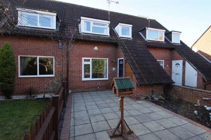 3 Bedrooms Terraced House for sale in Bennetts Close, Cippenham, Slough